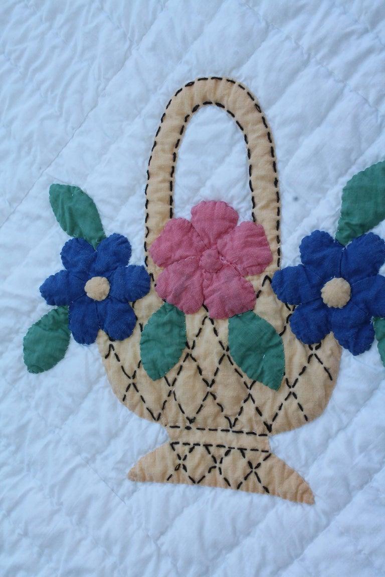 Appliqué Applique Flower Basket Quilt For Sale