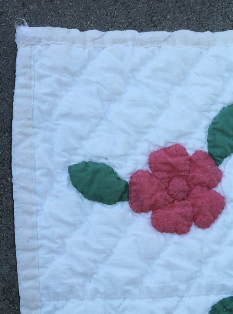 Applique Flower Basket Quilt In Excellent Condition For Sale In Los Angeles, CA
