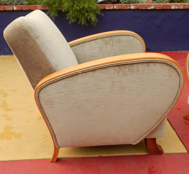 Mid-20th Century Pair of Swedish Art Deco Armchairs in Golden Elm, circa 1930 For Sale