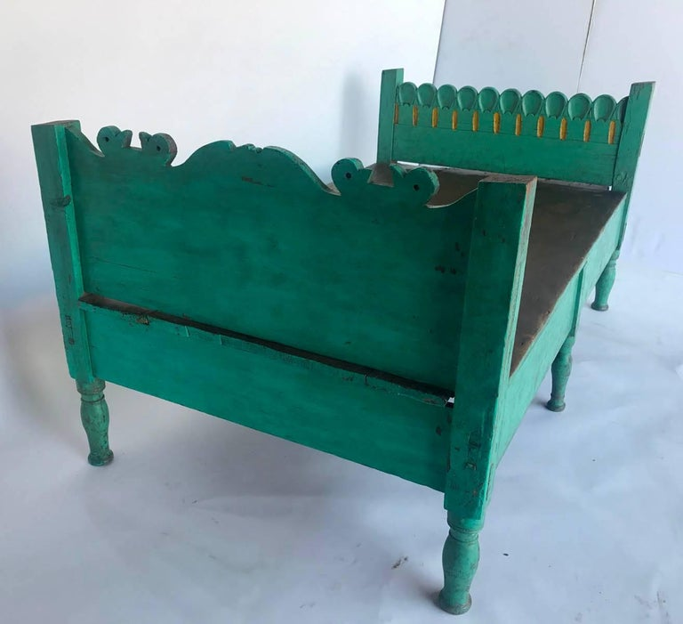 Folk Art Painted Guatemalan Bed or Daybed In Good Condition For Sale In Los Angeles, CA