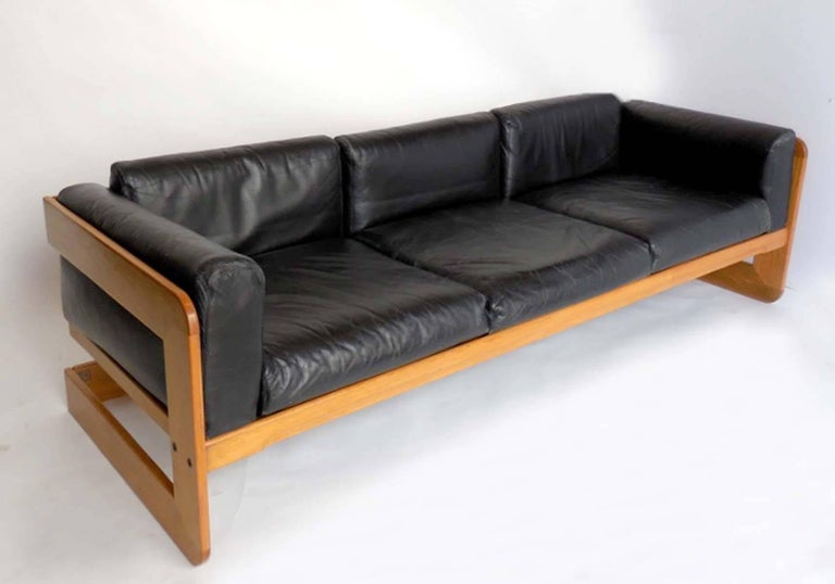 Designed in the 1970s by Guiseppi Raimondo for Stendig. 