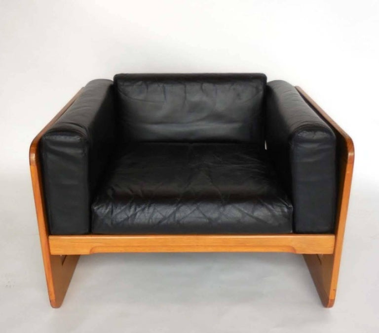 20th Century Giuseppe Raimondi Leather Sofa and Chair For Sale