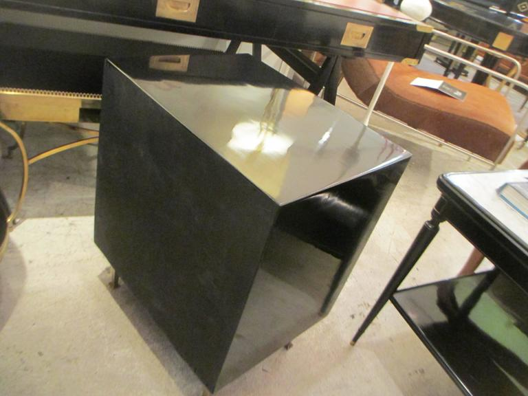 Pair of Mid-Century Lacquered Nightstands in the Neoclassic Manner For Sale 4