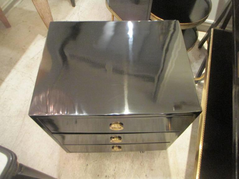 Pair of Mid-Century Lacquered Nightstands in the Neoclassic Manner For Sale 5