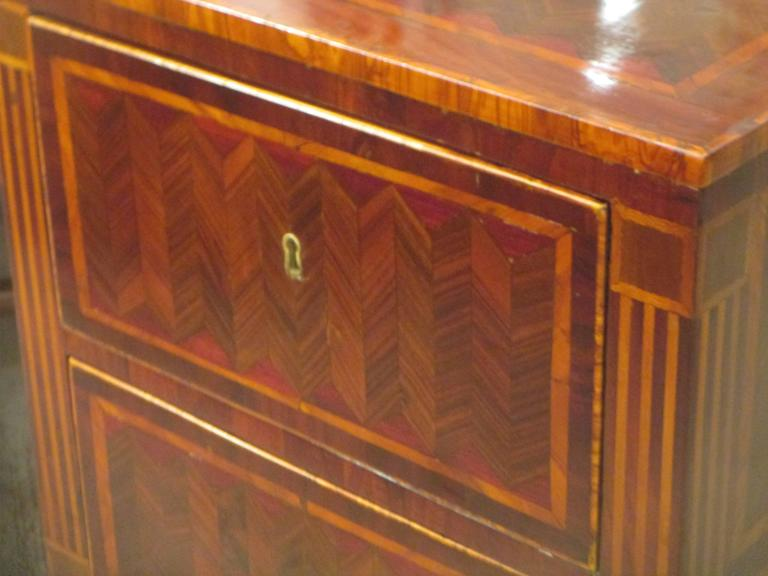 Fine Pair of Antique Italian Neoclassic Parquetry Nightstands 3