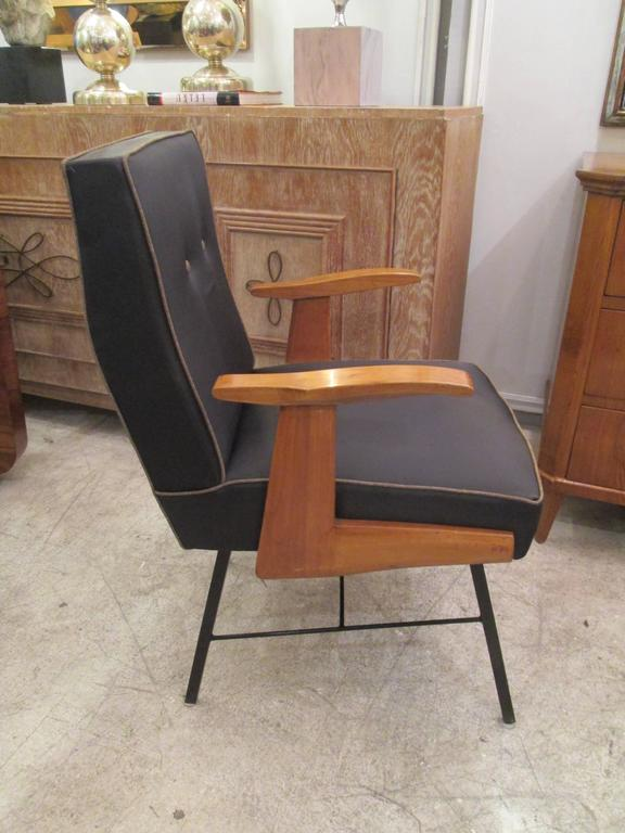 Pair of Mid-Century Italian Armchairs In Excellent Condition For Sale In New York, NY