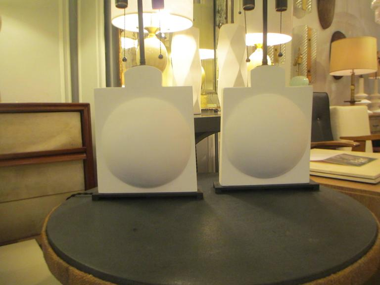 Pair of Modern Sculptural Plaster Lamps In Excellent Condition For Sale In New York, NY