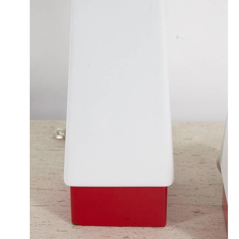 Pair of Red and White Mid-Century Lamps In Good Condition For Sale In Culver City, CA