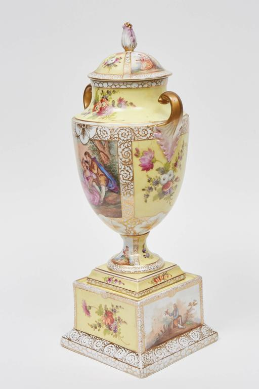 Dresden Lidded Urn on Plinth In Good Condition For Sale In Culver City, CA