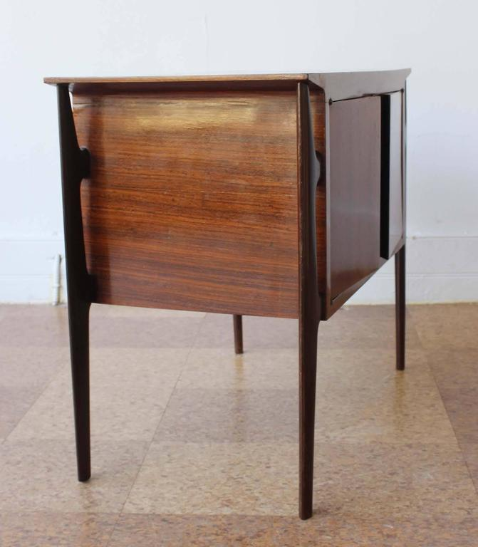 Pair of Mid-Century Italian Nightstands 4