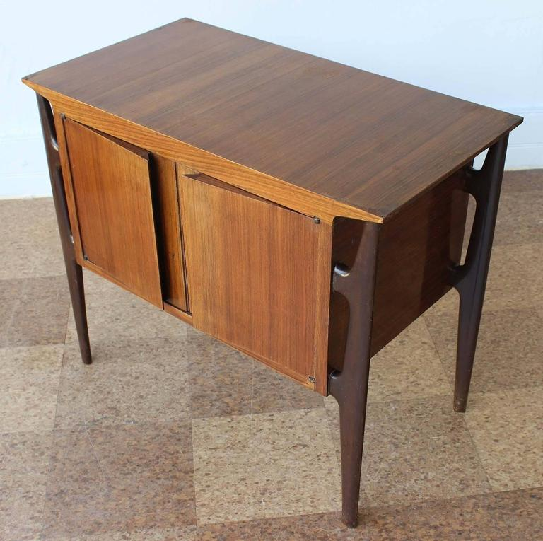 Pair of Mid-Century Italian Nightstands 3
