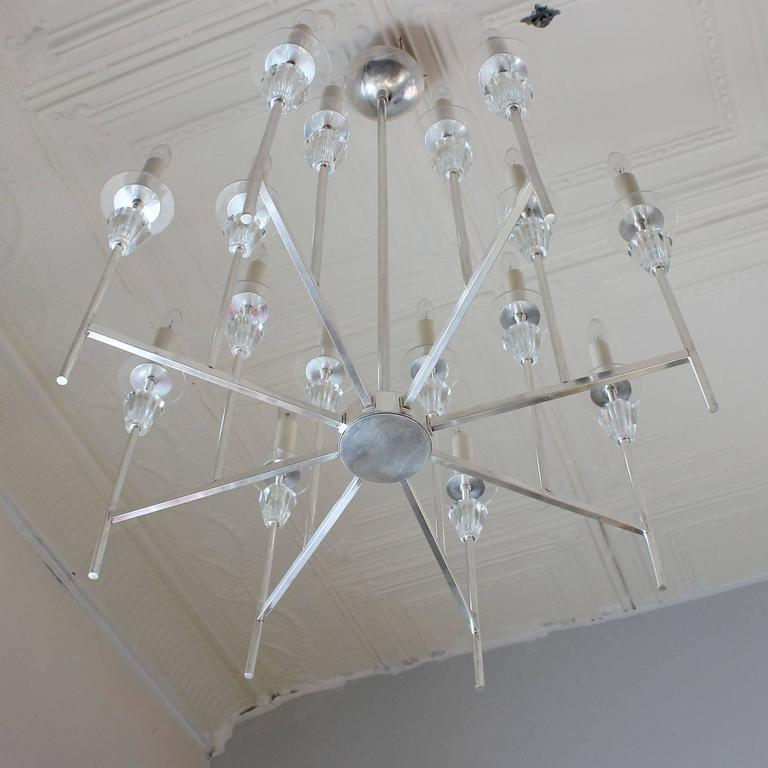Tommi Parzinger Style Chandelier In Good Condition For Sale In Southampton, NY
