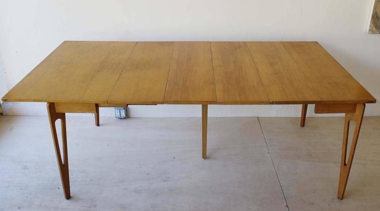 American Extending Table In Good Condition For Sale In Southampton, NY
