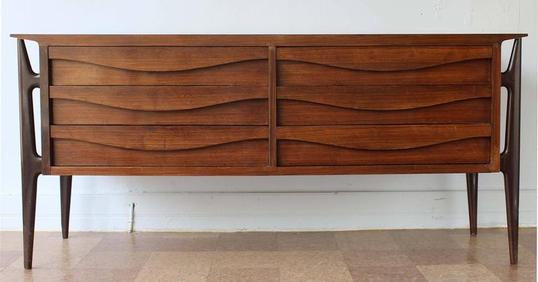 Pair of Mid-Century Italian Nightstands 5