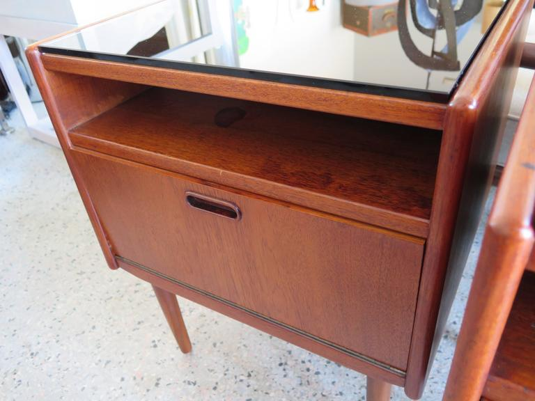 Pair of Night Stands by Borge Mogensen In Good Condition For Sale In St.Petersburg, FL