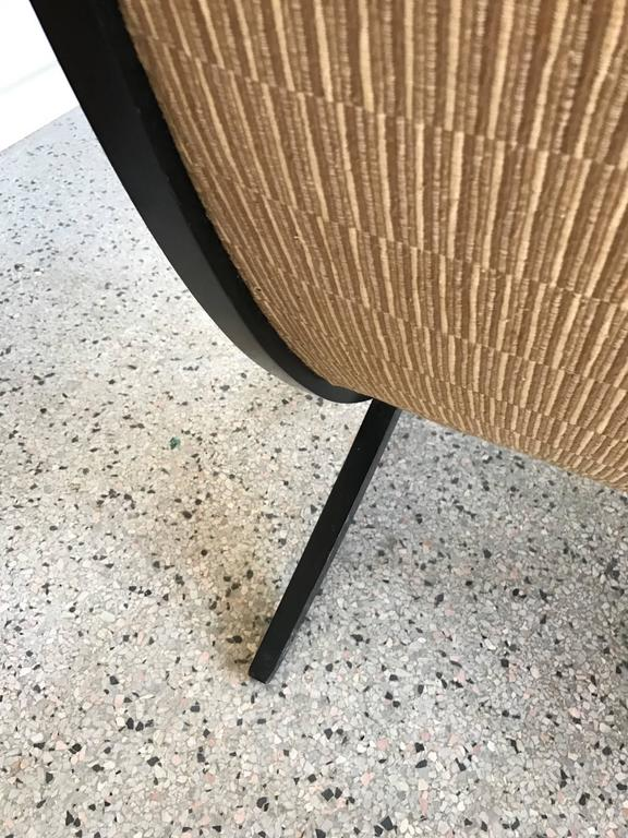 Pair of Elegant Scissor Chairs In Good Condition For Sale In St.Petersburg, FL