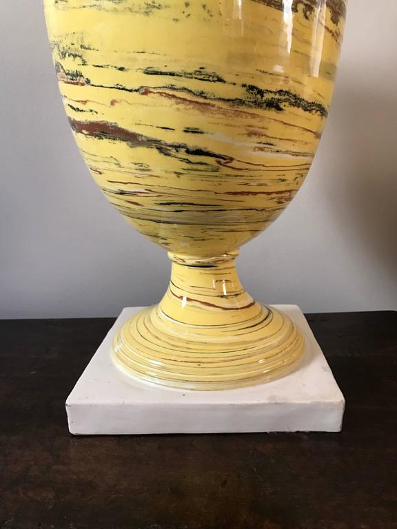Neoclassical Italian Yellow Agateware Urn Form Pottery Lamp For Sale