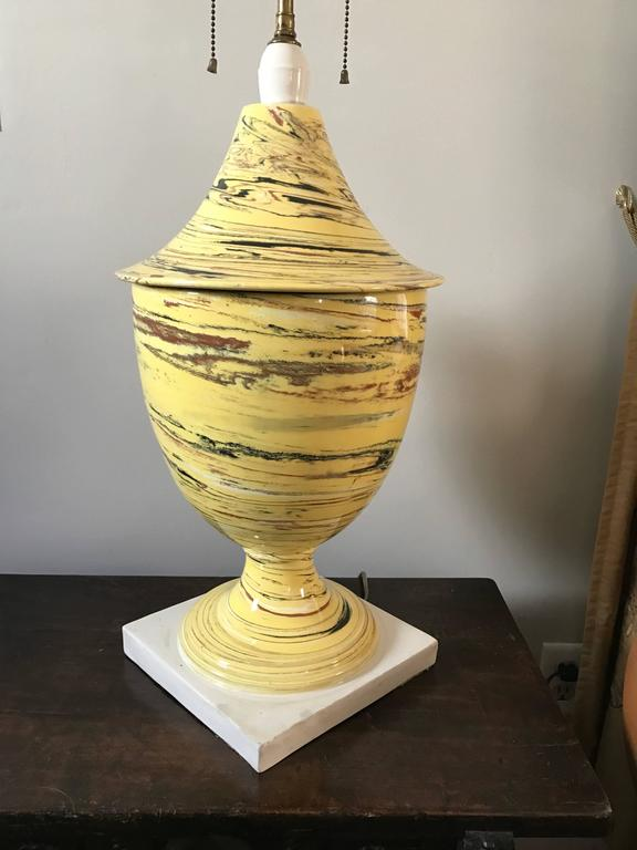 Italian Yellow Agateware Urn Form Pottery Lamp In Excellent Condition For Sale In Stamford, CT