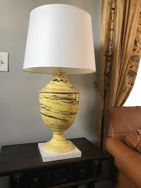 Italian Yellow Agateware Urn Form Pottery Lamp For Sale 2