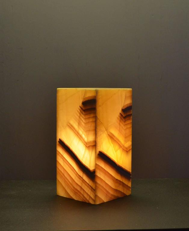 Ambiant lamp in onyx.