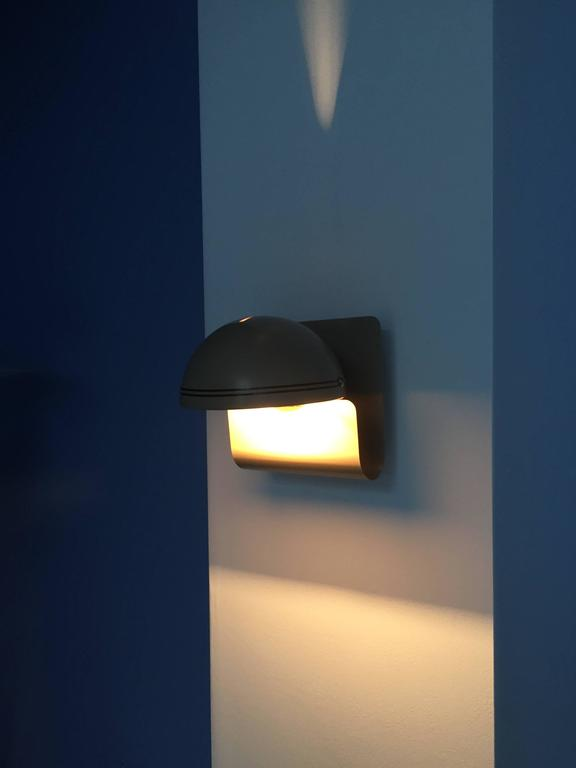 Wall Sconce by Guiseppe Cormio for Guzzini In Excellent Condition For Sale In Brooklyn, NY