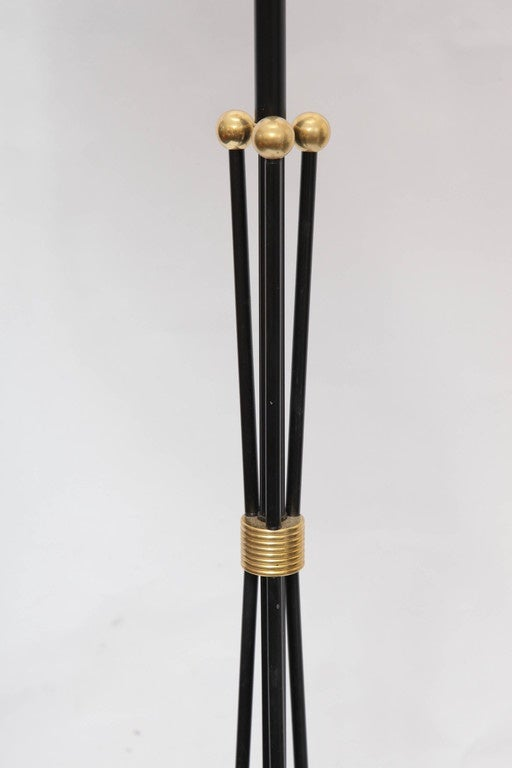 1950s American Mid-Century Modern Brass and Painted Metal Floor Lamp For Sale 1