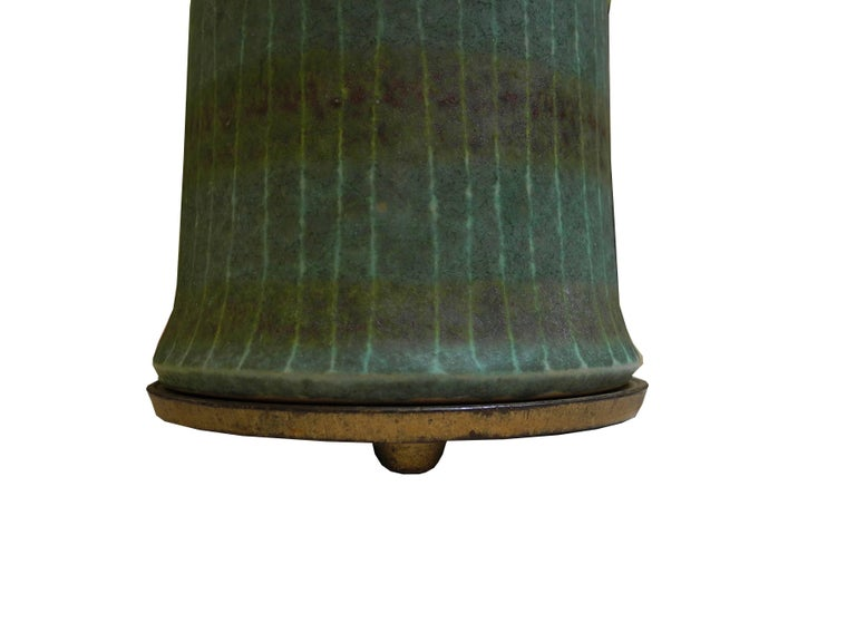 1950s Modern Asian Vessel Style Italian Ceramic Green Table Lamp In Good Condition For Sale In Hudson, NY