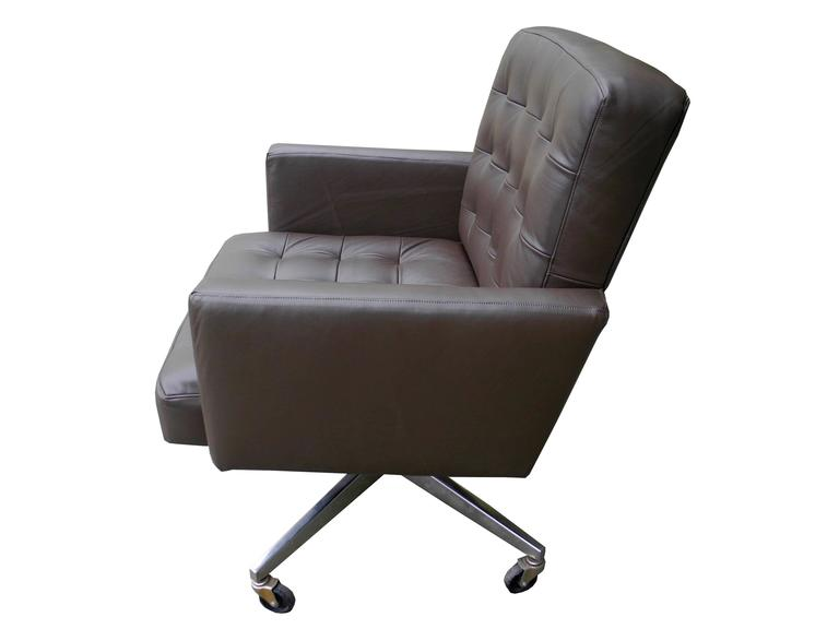 Modern Taupe Leather Executive Desk/Office Armchair On Wheels By Florence  Knoll For Sale