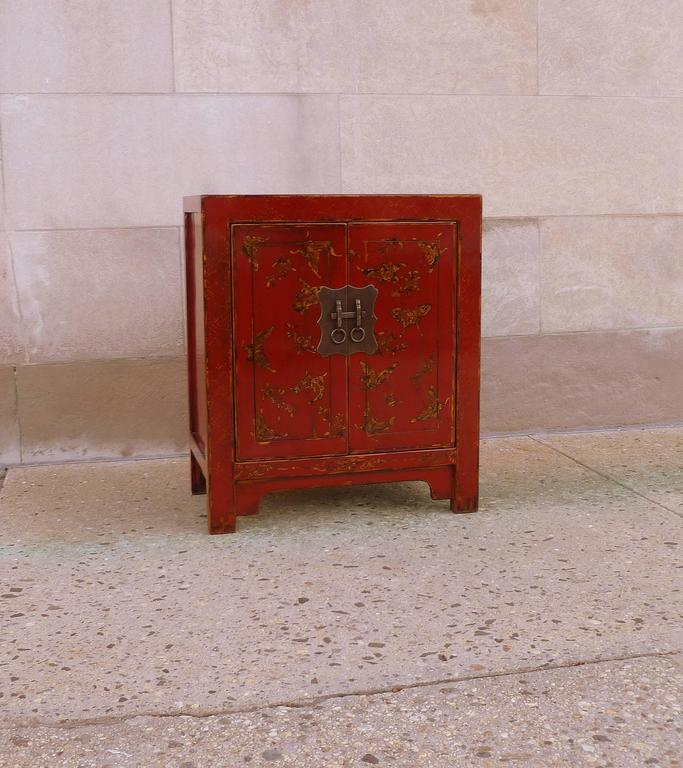 Fine Red Lacquer Chest with Gilt Motif Design In Excellent Condition For Sale In Greenwich, CT