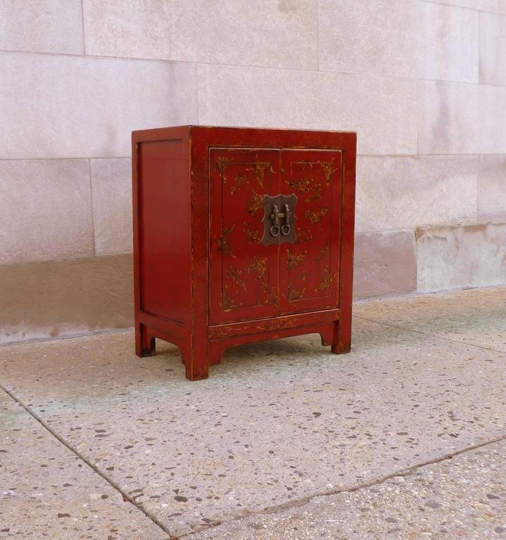 Fine Red Lacquer Chest with Gilt Motif Design For Sale 1