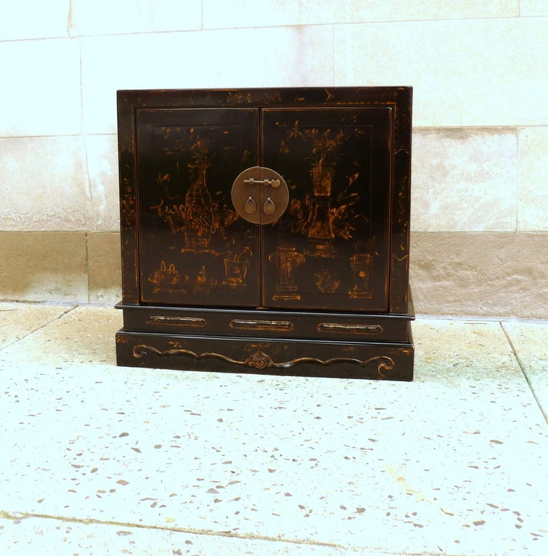 Chinoiserie Fine Black Lacquer Chest with Gilt Motif For Sale