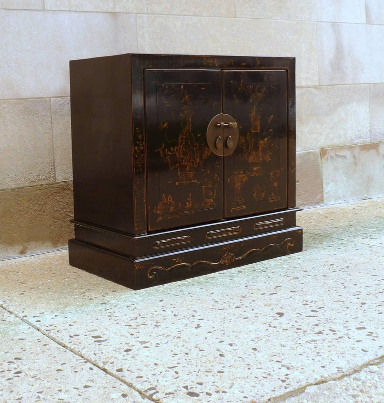 Mid-20th Century Fine Black Lacquer Chest with Gilt Motif For Sale