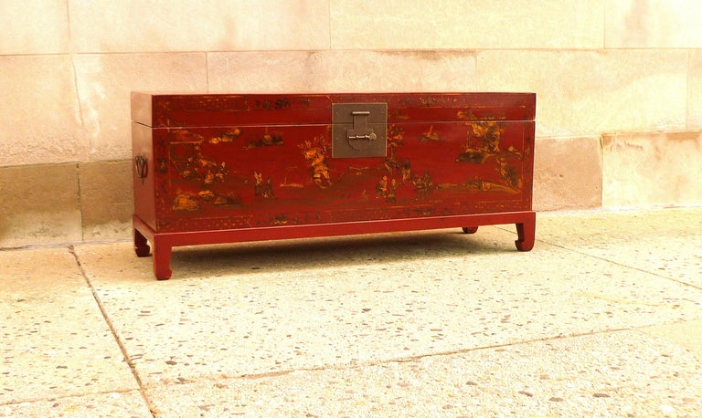 Fine Red Lacquer Trunk with Gilt Motif In Excellent Condition For Sale In Greenwich, CT
