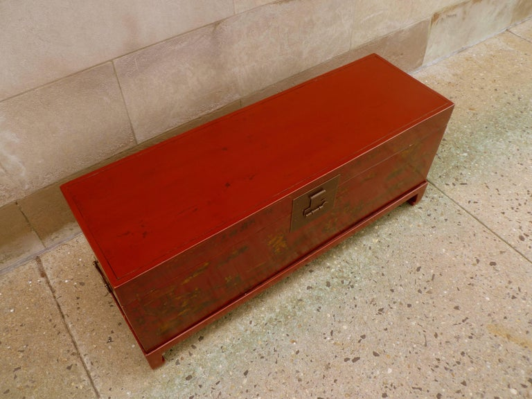 Fine Red Lacquer Trunk with Gilt Motif For Sale 1