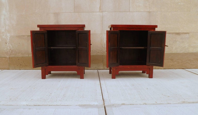 Pair of Fine Red Lacquer Chests with Gilt Motif In Excellent Condition For Sale In Greenwich, CT