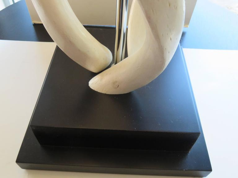 White Impala Horn Table Lamp 2