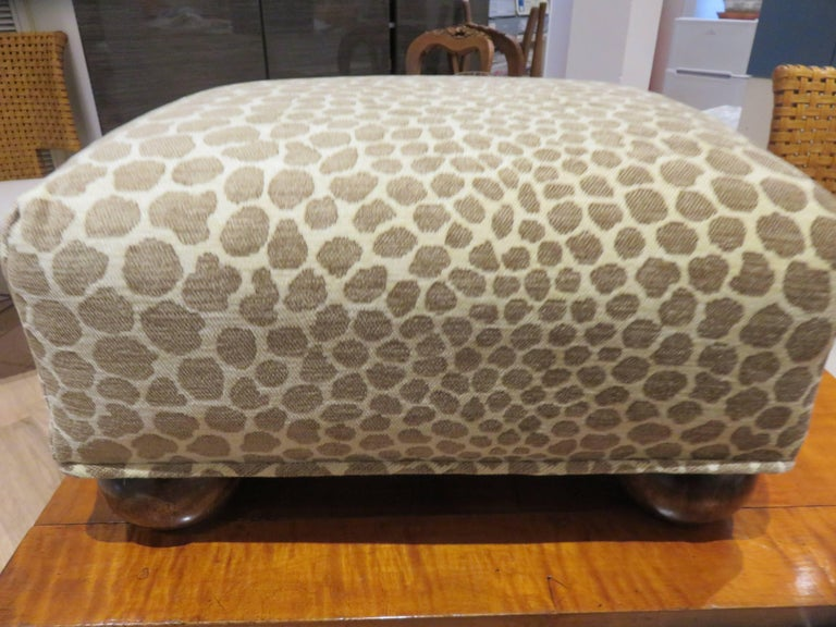 Antique  English Foot Stool, 1890s In Excellent Condition For Sale In Bellport, NY