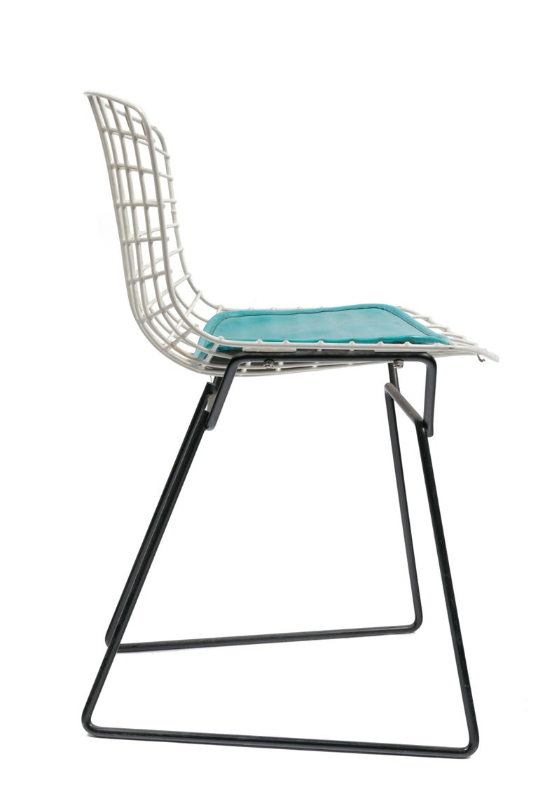 Mid-Century Modern Harry Bertoia Child's Chair in White with Original Knoll Seat Pad, USA, 1960s For Sale