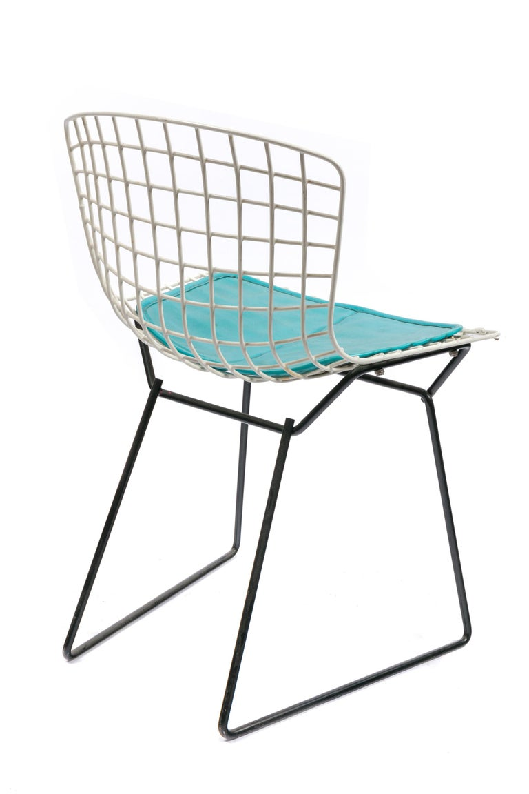 American Harry Bertoia Child's Chair in White with Original Knoll Seat Pad, USA, 1960s For Sale