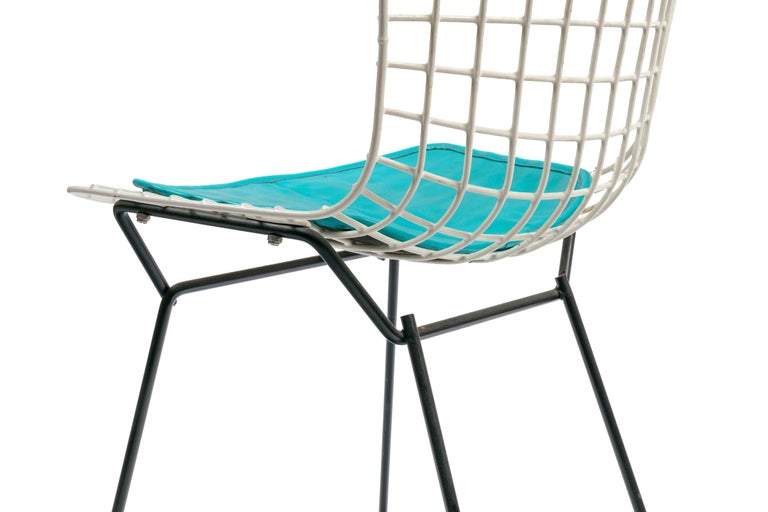 Mid-20th Century Harry Bertoia Child's Chair in White with Original Knoll Seat Pad, USA, 1960s For Sale