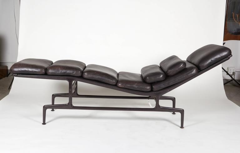 Billy wilder chaise by charles and ray eames at 1stdibs for Chaises ray et charles eames