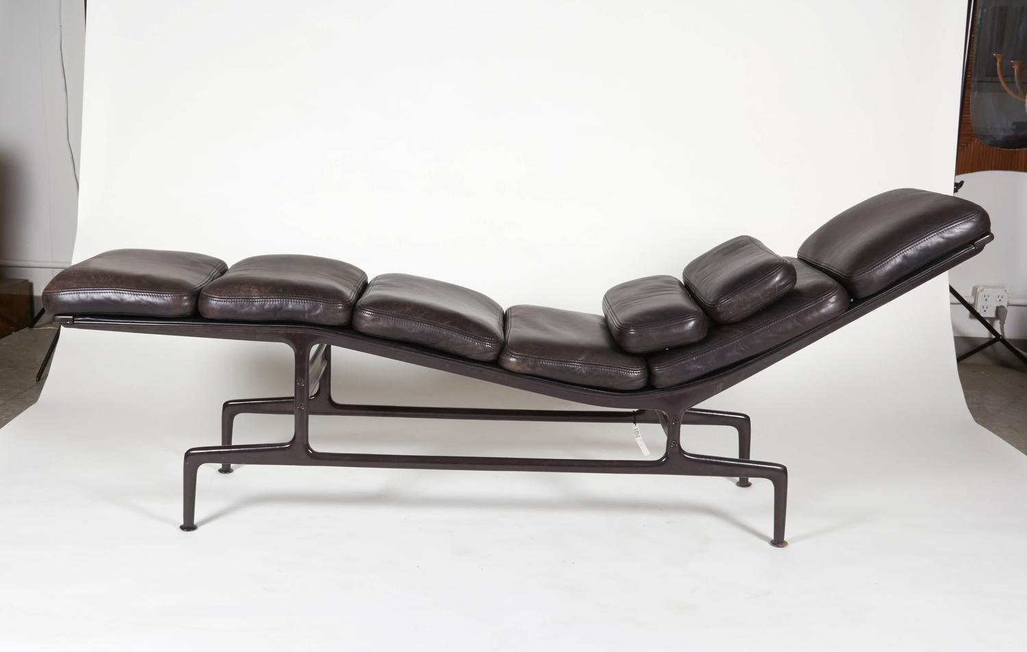 billy wilder chaise by charles and ray eames for sale at. Black Bedroom Furniture Sets. Home Design Ideas