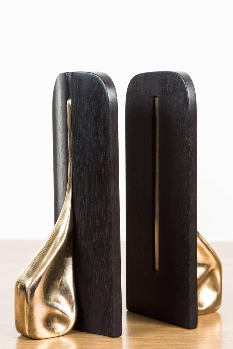 Contemporary Pair of Blackened Walnut and Brass Bookends by Vincent Pocsik for Lawson-Fenning For Sale