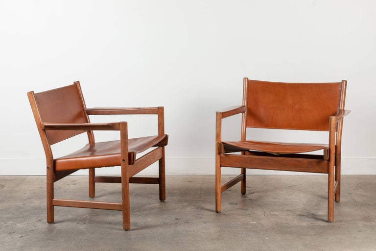 Mid-Century Modern Pair of Leather Lounge Chairs Attributed to Gunnar Myrstrand For Sale