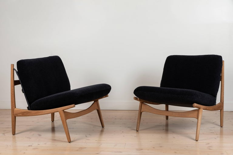 Mid-Century Modern Pair of Maker's Lounge Chairs by Lawson-Fenning For Sale