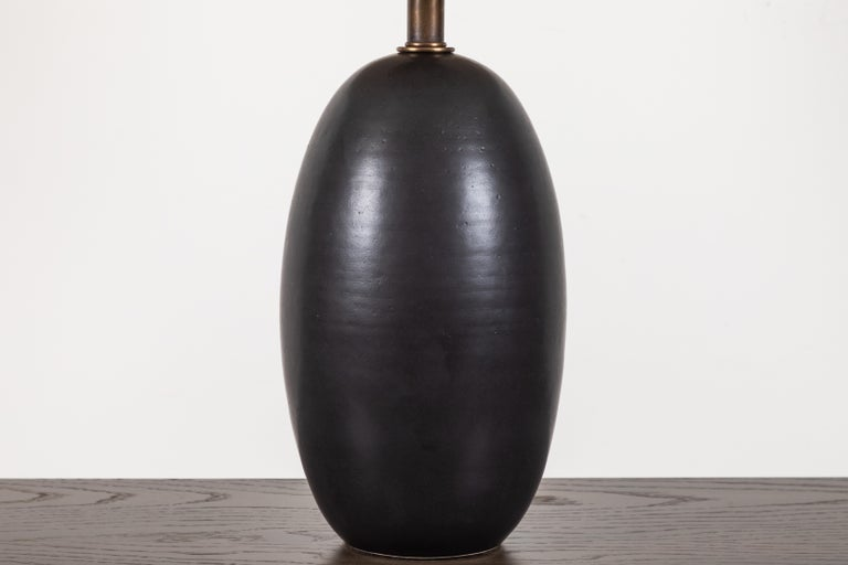 Mid-Century Modern Black Ceramic Table Lamp by Magnolia Ceramics for Lawson-Fenning For Sale