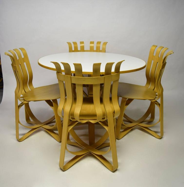 Dining Table and Four Chairs Designed by Frank Gehry for Knoll 1997, USA In Excellent Condition For Sale In New York, NY