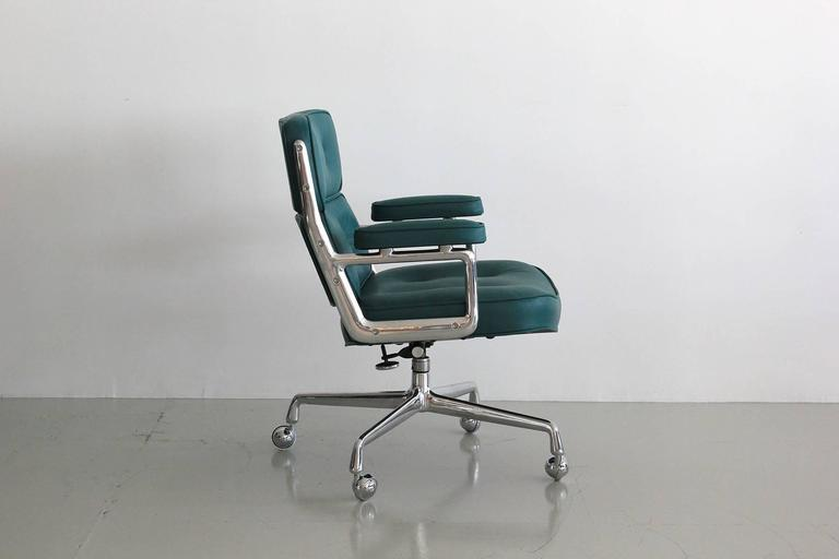 Eames Time Life Chair In Excellent Condition For Sale In Los Angeles, CA