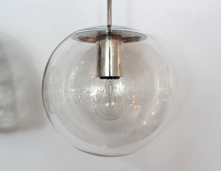 Clear Glass Globe Pendant In Good Condition For Sale In Los Angeles, CA