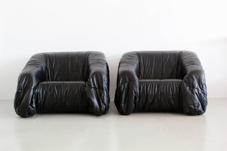 Black leather lounge chairs by Jonathan de Pas, Donato D'urbino & Paolo Lomazzi for Dell'Oca, Italy, 1970. 